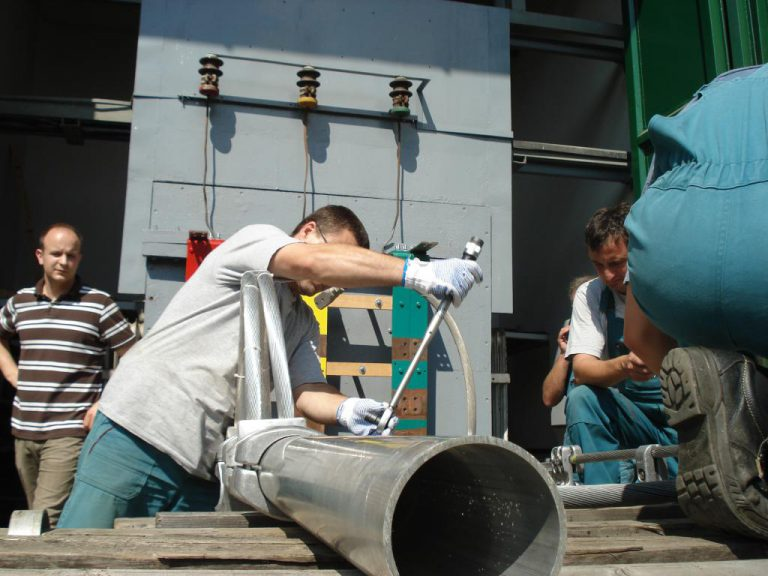 تست کلمپ پست برق شرکت نوین انتقال ایرانیان (مهنا) در آرمایشگاه ویکی مجارستان 16