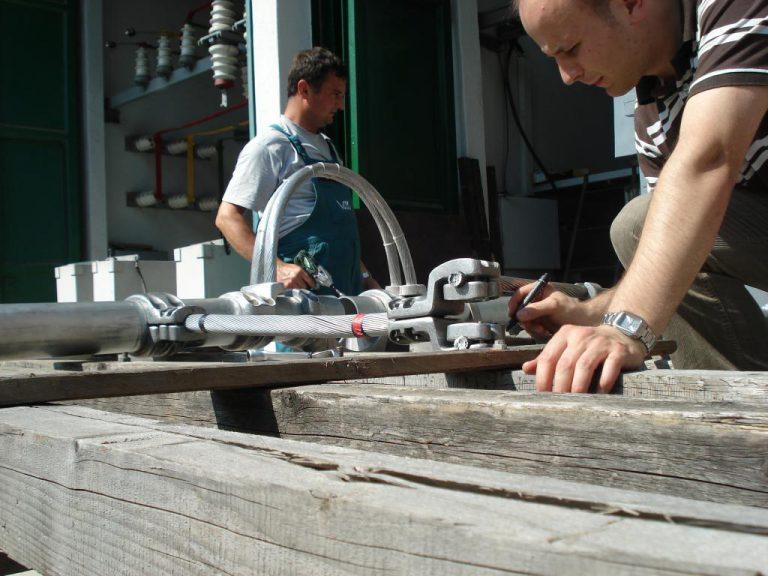 تست کلمپ پست برق شرکت نوین انتقال ایرانیان (مهنا) در آرمایشگاه ویکی مجارستان 12